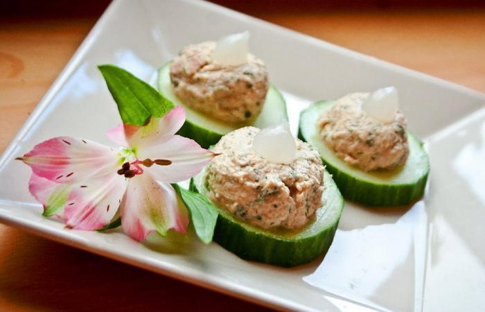 canap s de concombre garnis de thon au fromage blanc et au persil recette dukan pl recettes. Black Bedroom Furniture Sets. Home Design Ideas