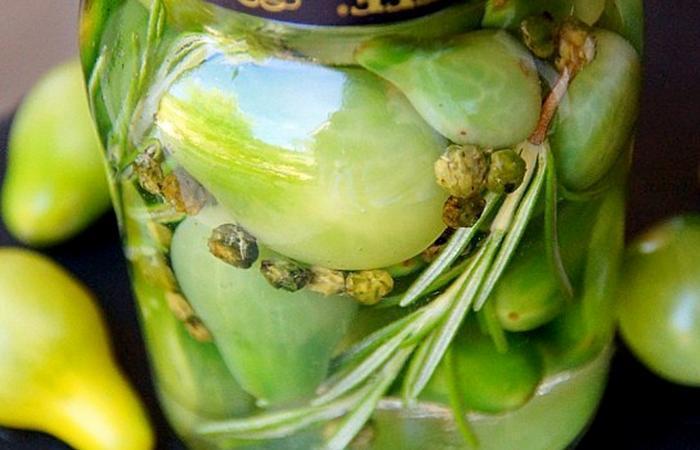 Pickles de tomates cerises vertes condiment au vinaigre recette dukan pl par spicy recettes - Recette desherbant vinaigre blanc ...